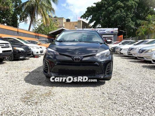 Toyota Corolla SE Saloon